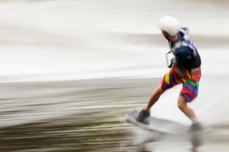 panning shot: KIEV, Ucraina - 16 settembre: Wakeborder partecipa European Masters Wakeboard il 16 settembre 2008 a Kiev. Movimento offuscata panning tiro. Editoriali