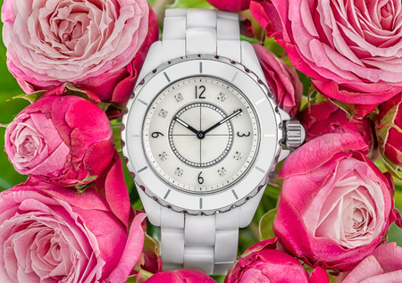 Luxury white woman watch on pink roses back ground 스톡 콘텐츠