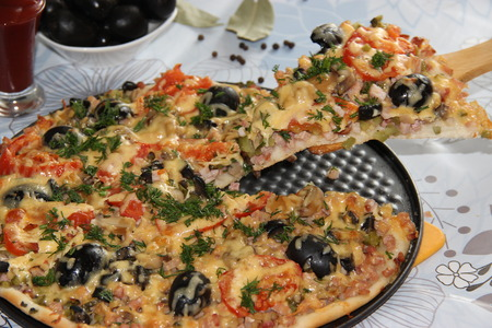caper: Home restaurant pizzeria pizza appetizing aromatic delicious food. House Cooking House kitchen spice tomato cheese