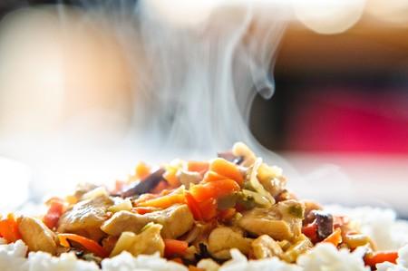 arroz chino: pollo en chino con verduras con arroz