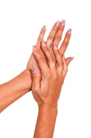 Multicolores caramelos de goma en las manos con un esmalte de uñas brillante