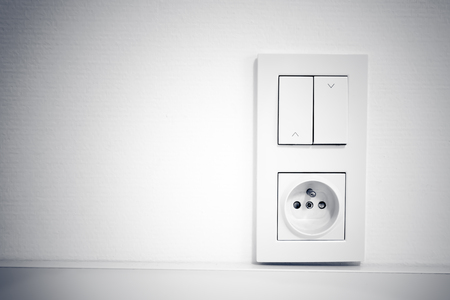 light socket: interruptor de la luz y el z�calo en el marco en la pared
