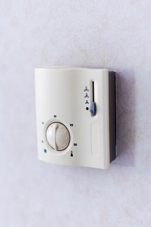 la calefacción y la pantalla en blanco de enfriamiento de aire acondicionado Foto de archivo