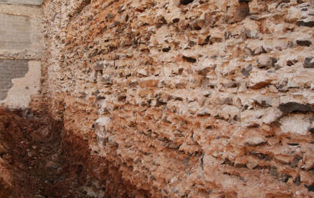 Ancient wall made by old construction techniques Banque d'images