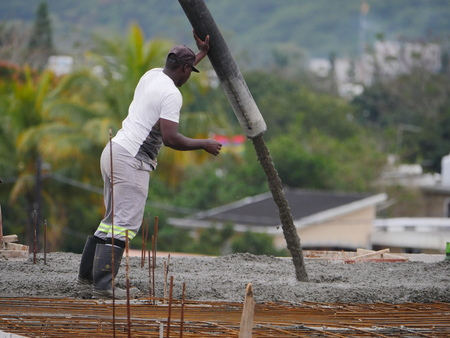 Pouring cement on roof of building in construction Editoriali