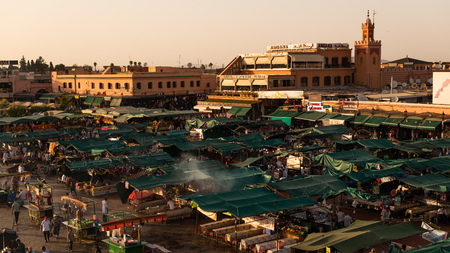 The famous Jamaa el Fna square in Marrakech, Morocco. Jemaa el-Fnaa, Djema el-Fna or Djemaa el-Fnaa is a famous square and market place in Marrakesh's medina quarter. Colorful sunset. Redactioneel