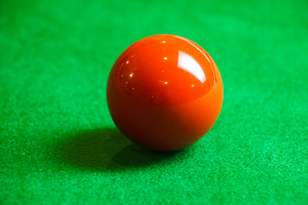 red snooker ball on snooker table Archivio Fotografico