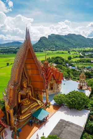 Tiger cave temple, wat tham sua, big buddha image, stupa, pagoda by mountain, Thailand 免版税图像