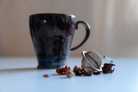 White table tea composition. Red tea strainer. 免版税图像