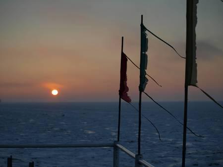 azov sea: Azov sea froze
