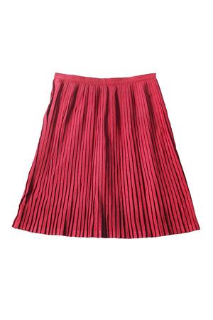 白で分離されたピンクのプリーツをつけられた膝丈スカート