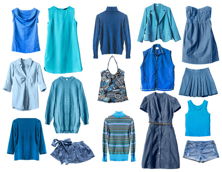 白で分離された青の女性の服のセット