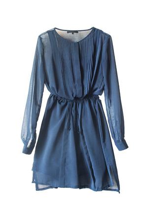 白で分離されたエレガントな青いシフォン ドレス