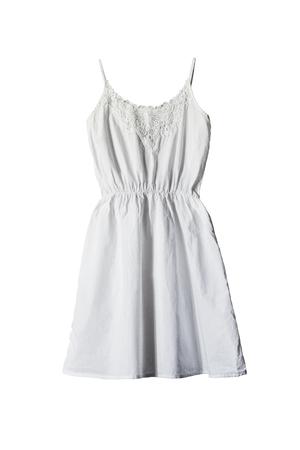 白で分離された単純な綿の白いサンドレス