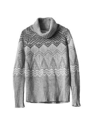 ropa de invierno: Suéter de lana gris aislado más de blanco Foto de archivo