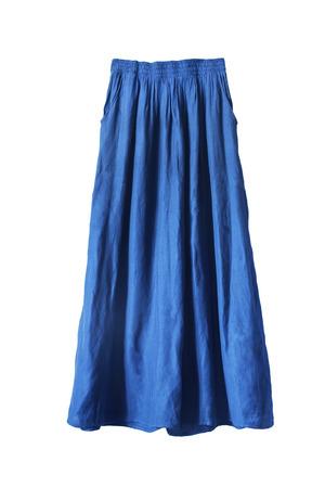 falda: Falda maxi de seda azul aislado más de blanco