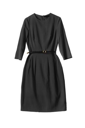 黒の白い背景の上の薄い革ベルト付きドレス