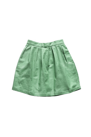mini falda: Mini falda verde sobre fondo blanco