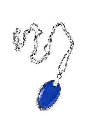 zafiro: Medall�n de zafiro en la cadena de plata aislado m�s de blanco Foto de archivo
