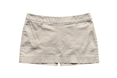 mini falda: Mini falda beige sobre fondo blanco