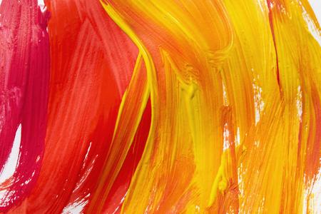 背景として赤と黄色のブラシ ストロークを抽象化します。 写真素材