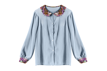 Zijde blauwe vintage blouse op een witte achtergrond