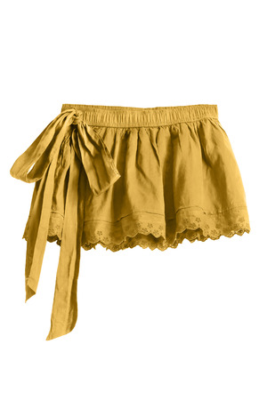 mini falda: mini falda de color amarillo con un arco aislado m�s de blanco Foto de archivo