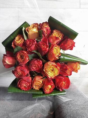 Large bunch of red and yellow roses in a room on white floor Banque d'images - 132120843