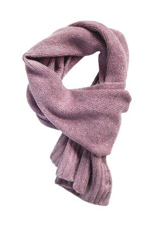 Bufanda atado tejido de lana rosa sobre fondo blanco.