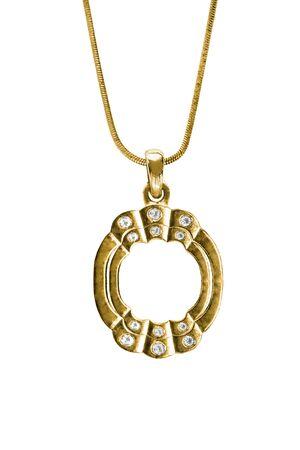 Pendentif en or vintage avec cristaux suspendu à une chaîne sur fond blanc Banque d'images