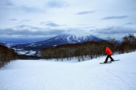 Scenery of people enjoying skiing in in in Hokkaido, Niseko Hirafu ski resort Stock Photo