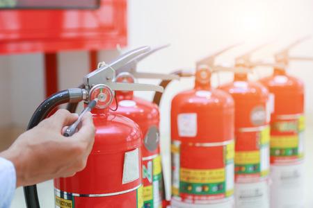 Ispezione ingegnere Estintore e manichetta antincendio.