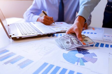 Businessman analyzing investment charts with Accounting. 免版税图像 - 149435399