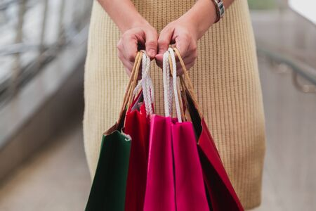 Closeup of woman holding shopping bags on the street with copy space. 免版税图像 - 149435438