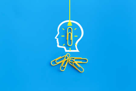 Great ideas concept with human brain, paperclip,thinking,creativity,light bulb on blue background,new ideas concept 免版税图像