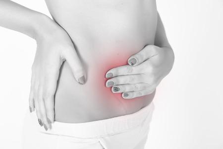 abdominal pain: Mal di stomaco. Donna che ha dolore addominale, mal di stomaco o crampi mestruali. Primo piano di giovane modello femminile isolato su sfondo bianco Archivio Fotografico