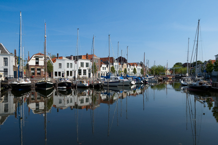 cuccette: GOES, ZEELAND, NETHERLANDS - JUNE 2005: Yachts in the city harbour and Kleine Kade with old houses in the city of Goes in Zeeland, Netherlands