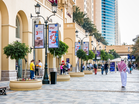 DUBAI, UNITED ARAB EMIRATES - JAN 25,2014: People hanging out on The Walk Promenade in the Marina district of Dubai, United Arab Emirates 報道画像