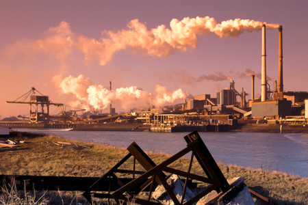 siderurgia: Industria del acero en IJmuiden cerca de Amsterdam en los Países Bajos
