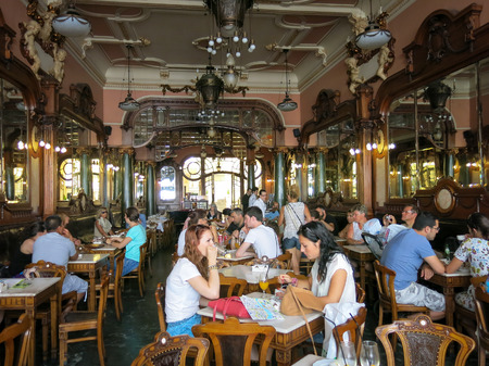 Cafe Majestic in Rua Santa Catarina, Porto, Portugal Редакционное