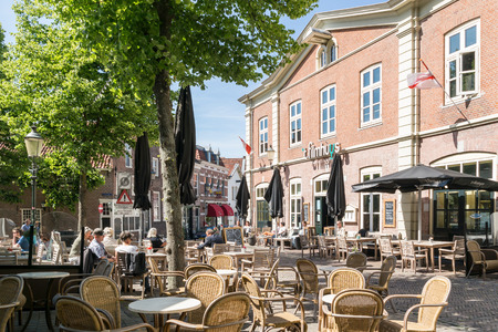 Outdoor restaurant and cafe terraces on Groenmarkt Square in Amersfoort, Netherlands 報道画像