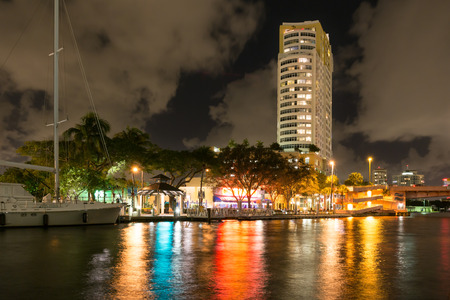 ft lauderdale: Night view of New River with yacht and highrise condominium building in downtown Fort Lauderdale, Florida, USA