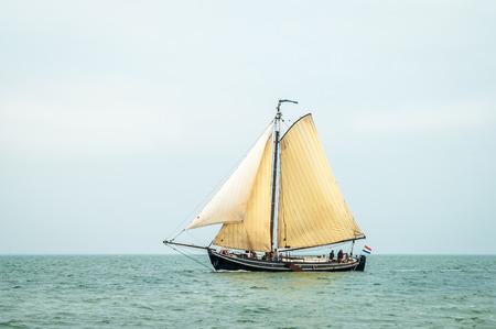 Tradycyjne stary holenderski drewniany żaglowe Żeglarstwo na Morzu Wattowym, Holandia