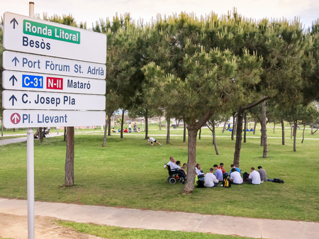 picknick: Group of people having lunch in park in El Poblenou in Barcelona, Spain