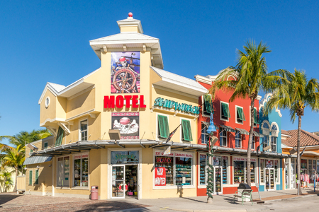 myers: FORT MYERS, USA - DEC 11, 2015: Shops in Old San Carlos Boulevard in Fort Myers Beach on Estero Island at the west coast of Florida, USA Editorial