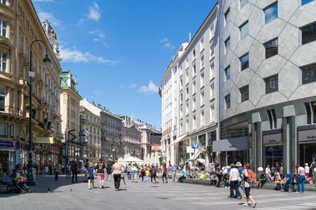 streetscene: People walking in shopping street Graben in the old city centre of Vienna, Austria