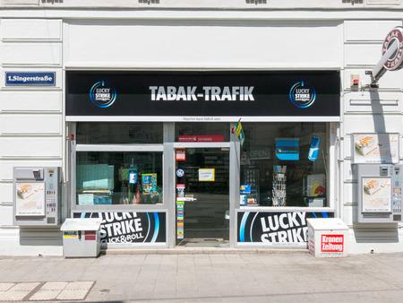 Devant la boutique de tabac dans le centre de Vienne, Autriche ville
