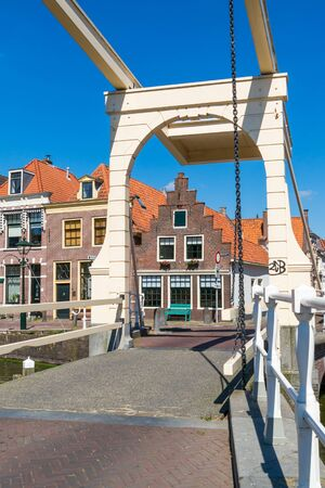 north holland: Hofstraatbrug draw bridge over Oudegracht canal in Alkmaar, North Holland, Netherlands