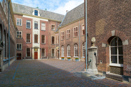 bomba de agua: Courtyard of former orphanage with water pump in old town of Leiden, South Holland, Netherlands Editorial