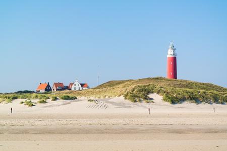 gat: Beach, dunes and lighthouse of De Cocksdorp on West Frisian Waddensea island Texel, Netherlands Stock Photo